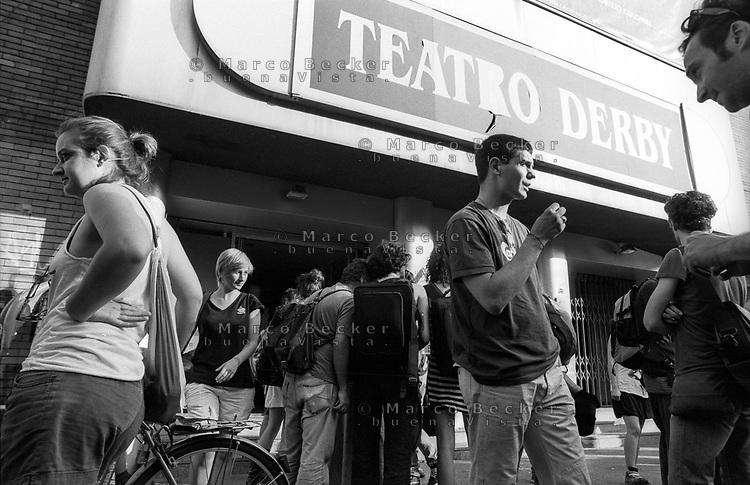 """Milano, occupazione temporanea a scopo di provocazione da parte di MACAO, un collettivo di """"Lavoratori dell'Arte e dello Spettacolo"""", del teatro Derby, chiuso dal 2011, per protesta verso le condizioni in cui gli operatori del settore da tempo sono costretti ad operare --- Milan, MACAO, a collective of """"Arts and Entertainment Workers"""" temporarly occupy the theater Derby, closed since 2011, as a protest against the conditions in which the workers of this sector are forced to operate"""