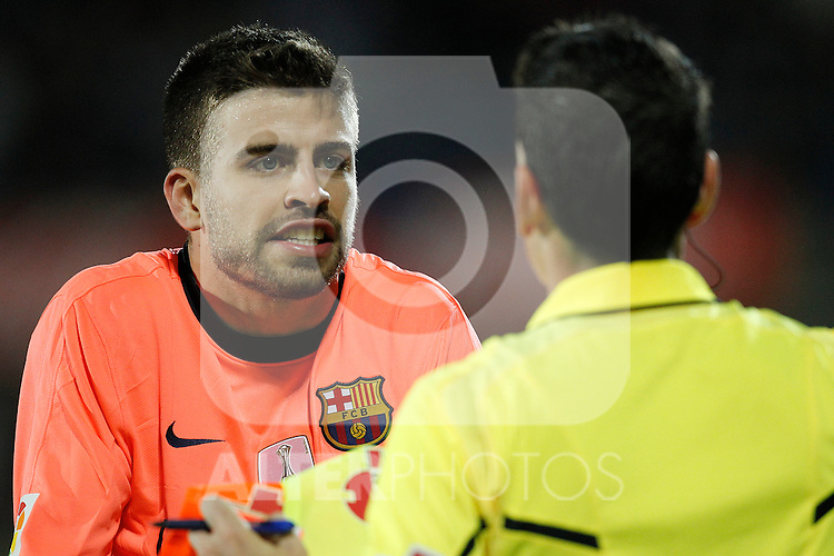 GETAFE, Madrid (07/11/2010).- Spanish League match Getafe vs Barcelona. FC Barcelona's Gerard Pique have words with the referee after red card...Photo: Cesar Cebolla / ALFAQUI
