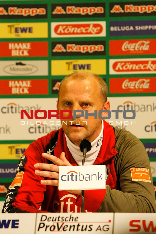 FBL 2007/2008 - Werder Bremen 29.04.2008 PK Klasnic<br /> <br /> Pressekonferenz nach dem Gespr&auml;ch von Ivan Klasnic (#17 CRO Werder Bremen), Matthias Teichner und Klaus-Peter Horndasch (Anw&auml;lte v.l.n.r) und Klaus Allofs (Gesch&auml;ftsf&uuml;hrer Profifu&szlig;ball Werder Bremen), Thomas Schaaf (Trainer / Coach Werder Bremen) und Manfred M&uuml;ller (Gesch&auml;ftsf&uuml;hrer Marketing und Management Werder Bremen).<br /> <br /> Im Bild Thomas Schaaf (Trainer / Coach Werder Bremen).<br /> <br /> Foto &copy; nph (  nordphoto  )<br /> <br /> *** Local Caption ***