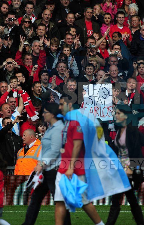 Fans make their feelings known to Carlos Tevez of Manchester United