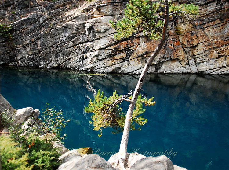 Azure blue waters of Horseshoe Lake in Jaser National Park