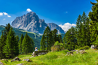 Italy, South Tyrol (Trentino - Alto Adige), Dolomites: hiking area near Gardena Pass (Passo Gardena), Sassolungo mountain at background | Italien, Suedtirol (Trentino - Alto Adige), Dolomiten: Wandergebiet am Groednerjoch, im Hintergrund der Langkofel