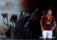 """Calcio: allenamento a porte aperte """"Open Day"""" per la presentazione della Roma, a Roma, stadio Olimpico, 21 agosto 2013.<br /> AS Roma forward Erik Lamela, of Argentina, enters the pitch for the club's Open Day training session at Rome's Olympic stadium, 21 August 2013.<br /> UPDATE IMAGES PRESS/Riccardo De Luca"""