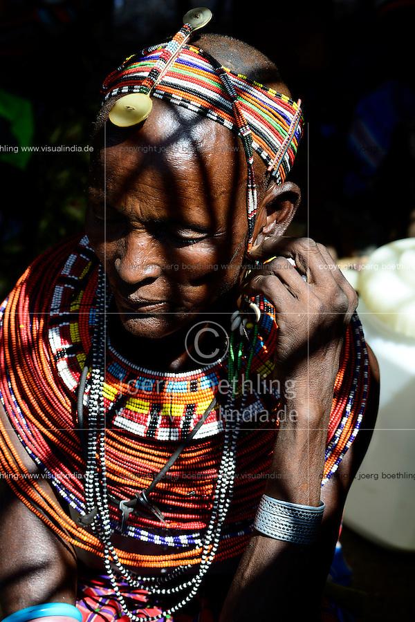 KENYA, Marsabit, Samburu village Merille, Rapunye Ntumo a women self help group / KENIA, Marsabit, Samburu Dorf Merille, Rapunye Ntumo Frauen Selbsthilfegruppe hat durch Hilfe von world vision und GIZ eine Kleinanlage zur Aufbereitung von Milch und zur Joghurtherstellung erhalten