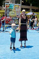 "LOS ANGELES - JUL 23:  Jack Pratt, Anna Faris at ""The Emoji Movie"" Premiere at the Village Theater on July 23, 2017 in Westwood, CA"