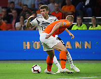 Thomas Mueller (Deutschland Germany) gegen Matthijs de Ligt (Niederlande, Netherlands) - 13.10.2018: Niederlande vs. Deutschland, 3. Spieltag UEFA Nations League, Johann Cruijff Arena Amsterdam, DISCLAIMER: DFB regulations prohibit any use of photographs as image sequences and/or quasi-video.