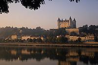 Europe/France/Pays de la Loire/Maine-et-Loire/Saumur : Le Château de Saumur et la Loire