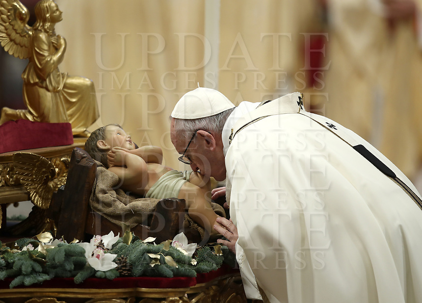 Pope Francis kisses a statue of the Divine Infant as he arrives to celebrate the Epiphany Mass in St. Peter's Basilica at the Vatican, on January 6 2019.<br /> UPDATE IMAGES PRESS/Isabella Bonotto<br /> <br /> STRICTLY ONLY FOR EDITORIAL USE