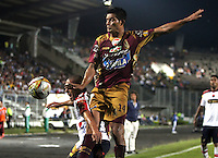 IBAGUE -COLOMBIA,19-NOVIEMBRE-2014.David Silva (Der)    del Deportes Tolima   disputa el balon con Vladimir Marin del Independiente Medellin  . Partido por la 2 fecha de los cuadrangulares semifinales  de la Liga Postobón 2014- II , jugado en el estadio Manuel  Murillo Toro de la ciudad de Ibague./  David Silva (R) of Tolima dispute the ball with Vladimir Marin of  Independiente Medellin .  Match for the 2th date time in the semifinals homers Postobón II League 2014, played at the Manuel Murillo Toro stadium in Ibague city.Photo / VizzorImage / Felipe Caicedo  / Staff