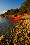 Kanu an einem einsamen Strand; Canoe on a solitary beach near Glavotok, Krk Island, Dalmatia, Croatia. Insel Krk, Dalmatien, Kroatien. Krk is a Croatian island in the northern Adriatic Sea, located near Rijeka in the Bay of Kvarner and part of the Primorje-Gorski Kotar county. Krk ist mit 405,22 qkm nach Cres die zweitgroesste Insel in der Adria. Sie gehoert zu Kroatien und liegt in der Kvarner-Bucht suedoestlich von Rijeka.