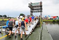 Nederland  Cuijk  2016. De Vierdaagse van Nijmegen. De Pontonbrug bij Cuijk. Foto Berlinda van Dam / Hollandse Hoogte