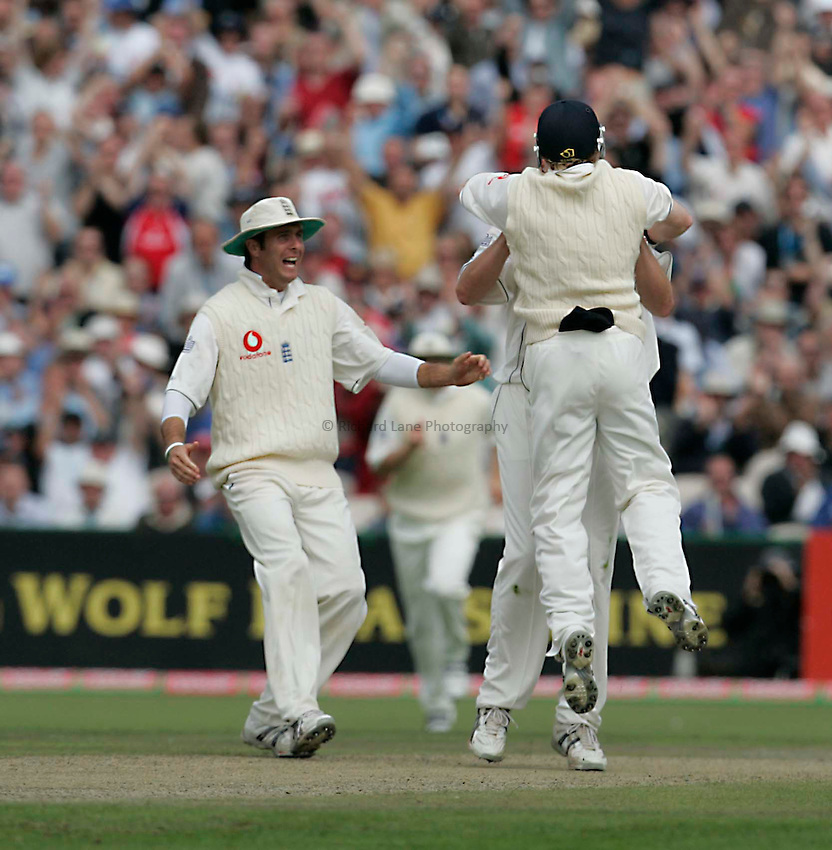 Photo: Peter Phillips..England v Australia. nPower Test Match Series, The Ashes 3rd Test. 12/08/2005..Ian Bell leaps into the arms of Ashley Giles after catchin Aussie opener Justin Langer off the spinners bowling