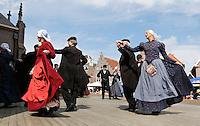 Westfriese Folkloredagen in Schagen. Sinds 1953 organiseert de Stichting ter Bevordering van de West-Friese Folklore de 10 West-Friese donderdagen. Deze donderdagen staan in het teken van o.a. leven, werken en kleden anno 1910. Dansen in West-Friese klederdracht