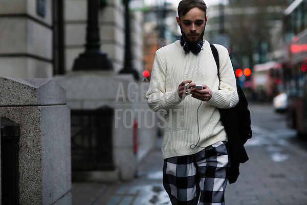 Street Style<br /> <br /> Londres Masculino - Inverno 2016<br /> <br /> <br /> foto: FOTOSITE