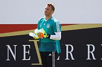 Torwart Manuel Neuer (Deutschland Germany) holt Wasser für die Torhüter - 28.05.2018: Training der Deutschen Nationalmannschaft zur WM-Vorbereitung in der Sportzone Rungg in Eppan/Südtirol