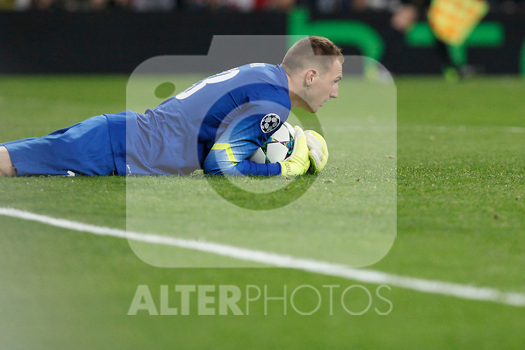 Atletico del Madrid´s Oblak during quarterfinal second leg Champions League soccer match at Santiago Bernabeu stadium in Madrid, Spain. April 22, 2015. (ALTERPHOTOS/Victor Blanco)