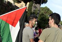 Roma 26 Luglio 2014<br /> Colosseo<br /> Presidio in solidarietà alla resistenza del popolo palestinese e contro l'offensiva militare israeliana nella Striscia di Gaza.<br /> La  protesta organizzata dalla comunità dellee dei giovani palestinesi, è in concomitanza in tutta Europa e Mondo.<br /> Giovani con bandiere palestinesi disegnate sul viso.<br /> Rome July 26, 2014 <br /> Protest in solidarity with the resistance of the Palestinian people, and against the Israeli military offensive in the Gaza Strip.<br /> The protest was organized by the Palestinian youth, is at the same time throughout Europe and the World .