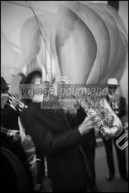 Europe/France/06/Alpes-Maritimes/Nice: Défilé du Carnaval de Nice, Orchestre de Jazz sur la promenade des Anglais
