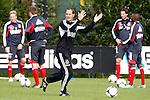 Nederland, Amsterdam, 19 oktober  2012.Seizoen 2012-2013.Training Ajax.Frank de Boer, trainer-coach van Ajax in actie op de training