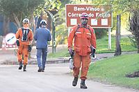 BRUMADINHO, MG, 29.01.2019:ROMPIMENTO DA BARRAGEM EM BRUMADINHO. Bombeiros e brigadistas trocam de turno apos horas de trabalho pesado apos desastre ambiental na represa da Cia Vale, em Corrego do Feijao-Brumadinho, região metropolina de Belo Horizonte, MG, na manhã desta terça feira (29) (foto Giazi Cavalcante/Codigo19)