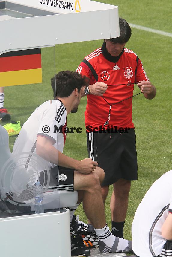 Bundestrainer Joachim Löw und Mats Hummels - Training der Deutschen Nationalmannschaft im Rahmen der WM-Vorbereitung in St. Martin