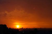 GUARULHOS,SP - 12/03/2104 - CLIMA/TEMPO - Fim de tarde na cidade de Guarulhos, grande São Paulo, neste domingo, 16. (Foto: Geovani Velasquez / Brazil Photo Press)
