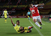 BOGOTÁ - COLOMBIA, 11-08-2018: Diego Guastavino (Der.) jugador del Independiente Santa Fe  disputa el balón con Luciano Ospina(Izq.) jugador de Alianza Petrolera durante partido por la fecha 4 de la Liga Águila II 2018 jugado en el estadio Nemesio Camacho El Campín de la ciudad de Bogotá. / Diego Guastavino (R) player of Independiente Santa Fe fights for the ball with Luciano Ospina (L) player of Alianza Petrolera  during the match for the date 4 of the Liga Aguila II 2018 played at the Nemesio Camacho El Campin Stadium in Bogota city. Photo: VizzorImage / Felipe Caicedo / Staff.