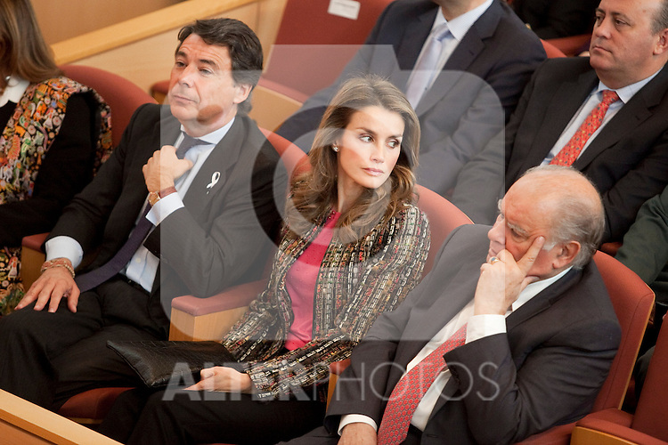 Madrid Regional President Ignacio Gonzalez (L) and Princess Letizia Ortiz of Spain (C) attend the 1st International Congress Against Gender Violence inauguration at Fundacion Canal building in Madrid, Spain. November 05, 2013. (ALTERPHOTOS/Victor Blanco)
