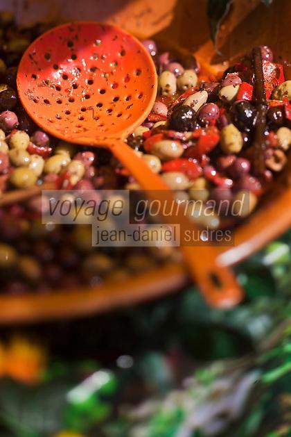 Europe/France/Provence-Alpes-Côte d'Azur/84/Vaucluse/Lubéron/Apt: Sur le marché - étal choix d'olives