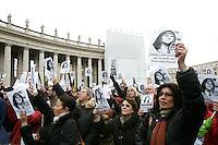 Un momento della marcia silenziosa da Castel Sant'Angelo a piazza San Pietro, in occasione dell'Angelus, per il rilancio della petizione rivolta a Papa Benedetto XVI per fare luce sulla sparizione di Emanuela Orlandi, avvenuta nel 1983. Citta' del Vaticano, 18 dicembre 2011. .UPDATE IMAGES PRESS/Riccardo De Luca