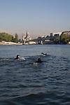 Paris, France. 30 Avril 2009..Brigade Fluviale de Paris..8h41 En entrainement de natation (pendant une heure environ)...Paris, France. April 30th 2009..Paris fluvial squad..8:41 am Swimming training (about an hour).