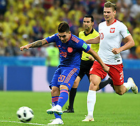 KAZAN - RUSIA, 24-06-2018: Lukasz PISZCZEK (Der) jugador de Polonia disputa el balón con Juan QUINTERO (Izq) jugador de Colombia durante partido de la primera fase, Grupo H, por la Copa Mundial de la FIFA Rusia 2018 jugado en el estadio Kazan Arena en Kazán, Rusia. /  Lukasz PISZCZEK (R) player of Polonia fights the ball with Juan QUINTERO (L) player of Colombia during match of the first phase, Group H, for the FIFA World Cup Russia 2018 played at Kazan Arena stadium in Kazan, Russia. Photo: VizzorImage / Julian Medina / Cont