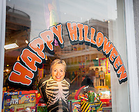 The window display of an It'Sugar store in New York is decorated for Hillary Clinton and Donald Trump for Halloween on Sunday, October 2, 2016. (© Richard B. Levine)