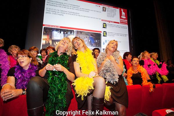 Utrecht, 24 september 2010.Nederlands Film Festival.Premiere Anker en Anker van Meral Uslu en Maria Mok.Fries koor zingt in de bioscoopzaal.Foto Felix Kalkman