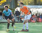 BLOEMENDAAL  -  Kiet Citroen (Bl'daal) met Job Holland (l)  , competitiewedstrijd junioren  landelijk  Bloemendaal JA1-Nijmegen JA1 (2-2) . COPYRIGHT KOEN SUYK