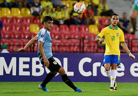 BUCARAMANGA - COLOMBIA, 06-02-2020: Antony Matheus de Brasil disputa el balón con Juan Manuel Sanabria de Uruguay durante partido entre Brasil U-23 Y Uruguay U-23 por el cuadrangular final como parte del torneo CONMEBOL Preolímpico Colombia 2020 jugado en el estadio Alfonso Lopez en Bucaramanga, Colombia. / Antony Matheus of Brazil fights the ball with Juan Manuel Sanabria of Uruguay during the match between Brazil U-23 and Uruguay U-23 for the final quadrangular as part of CONMEBOL Pre-Olympic Tournament Colombia 2020 played at Alfonso Lopez stadium in Bucaramanga, Colombia. Photo: VizzorImage / Julian Medina / Cont