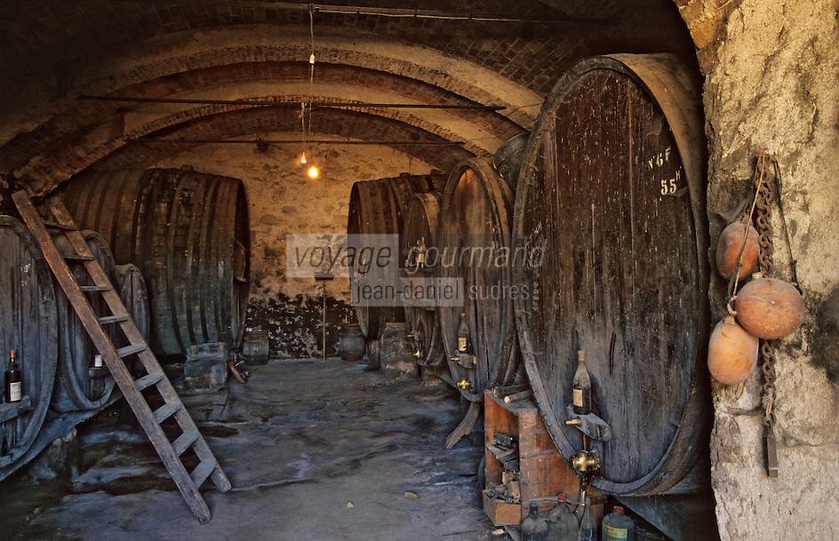 Europe/France/Corse/2A/Corse-du-Sud/Sari d'Orcino: Clos d'Alzeto - La vieille cave de 1820 - Détail des gourdes de berger- AOC Ajaccio