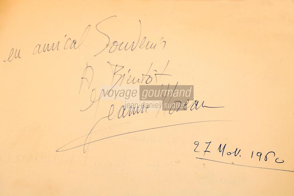"""Europe/France/Provence-Alpes-Côte d'Azur/13/Bouches-du-Rhône/Marseille: Restaurant  """"Chez Fonfon"""" au vallon des Auffes extraits du Livre d'or - Détail Autographe Jeanne Moreau"""
