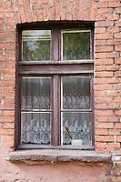"""Europe/Pologne/Lodz: """"Ksiezy Mlyn """" Quartier industriel créé par Charles W Scheibler -détail fenétre des maisons ouvrières"""