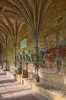 Europe/France/Aquitaine/24/Dordogne/Le Buisson-de-Cadouin: Abbaye de Cadouin - Le cloître Gothique flamboyant -: Dans la Galerie Nord la fresque de l 'Annonciation15 ème siècle et siège abbatial en pierre<br /> :