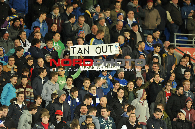 Cardiff fans holds up signs saying &quot;TAN OUT &quot; -  28/12/2013 - SPORT - FOOTBALL - Cardiff City Stadium - Cardiff - Cardiff City v Sunderland - Barclays Premier League<br /> Foto nph / Meredith<br /> <br /> ***** OUT OF UK *****