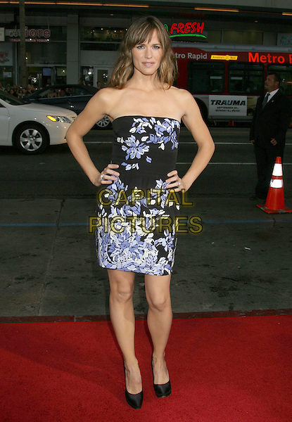 "JENNIFER GARNER .""The Invention Of Lying"" Los Angeles Premiere held at Grauman's Chinese Theatre, Hollywood, California, USA..September 21st, 2009.full length black purple white strapless  dress hands on hips .CAP/ADM/MJ.©Michael Jade/AdMedia/Capital Pictures."
