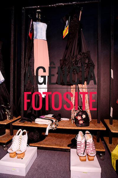 São Paulo, Brasil – 11/06/2010 - Backstage da grife FH por Fause Haten durante o São Paulo Fashion Week  -  Verao 2011. Foto : Rafael Canas / Ag. Fotosite