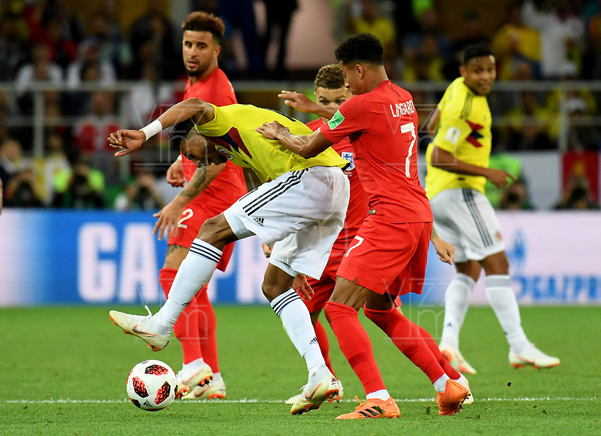 MOSCU - RUSIA, 03-07-2018: Johan MOJICA (Izq) jugador de Colombia disputa el balón con Jesse LINGARD (Der) jugador de Inglaterra durante partido de octavos de final por la Copa Mundial de la FIFA Rusia 2018 jugado en el estadio del Spartak en Moscú, Rusia. / Johan MOJICA (L) player of Colombia fights the ball with Jesse LINGARD (R) player of England during match of the round of 16 for the FIFA World Cup Russia 2018 played at Spartak stadium in Moscow, Russia. Photo: VizzorImage / Julian Medina / Cont