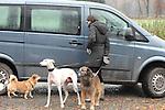 Am fr&uuml;hen Morgen nach der Trauerfeier ging Teresa Enke unweit Ihres Anwesen mit den Hunden allein mit ihren Hunden spazieren. Am Ende des Weges galoppierte ihr braunes Pferd auf der Weide.<br />  <br /> Foto: &copy; nph ( nordphoto )