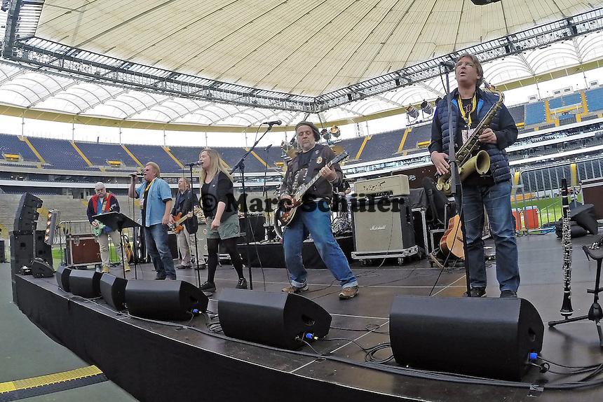 Auftritt Rodgau Monotones  - Frankfurt Pirates vs. Darmstadt Diamonds, Hessen Schoppe, Commerzbank Arena