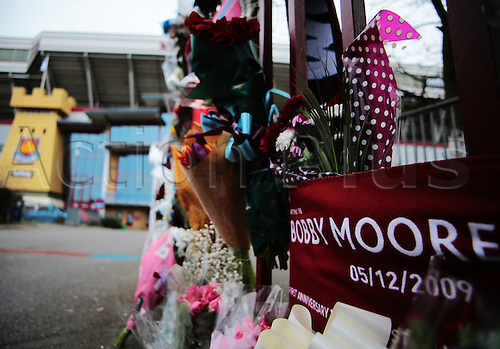 27.02.2016. Boleyn Ground, London, England. Barclays Premier League. West Ham versus Sunderland. The Boleyn Ground entrance gates become a shrine, remembering Bobby Moore, 23 years since his passing