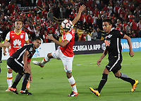 BOGOTA - COLOMBIA, 14-09-2017:Anderson Plata (Izq.) jugador del Independiente Santa Fe de Colombia disputa el balón con Angel Lucena (Der.) jugador de Libertad del Paraguay durante partido por los ocatvos de final 2 vuelta de La Copa Conmebol Sudamericana 2017  jugado en el estadio Nemesio Camacho  El Campín  de la ciudad de Bogotá . /:Anderson Plata (L) Player of Independiente Santa Fe of Colombia fights the ball with Libertad of Paraguay Angel Lucena (R) during match for the eighth-finals 2 back of La Copa Conmebol Sudamericana 2017 played in the stadium Nemesio Camacho El Campín de the city of Bogotá. Photo: Vizzorimage / Felipe Caicedo / Staff