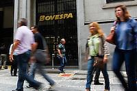SAO PAULO,SP, 03.11.2015 - BOVESPA-SP - Movimentação em frente a Bovespa, zona central da cidade de São Paulo, nesta terça-feira, 03. (Foto: Douglas Pingituro/Brazil Photo Press)