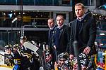 Stockholm 2014-01-08 Ishockey SHL AIK - Lule&aring; HF :  <br />  AIK:s tr&auml;nare Rikard Franz&eacute;n (mitten) tillsammans AIK:s assisterande tr&auml;nare Mats Lindgren (fr&auml;mre) och AIK:s tr&auml;nare Mats B&auml;cklin i b&aring;set under matchen<br /> (Foto: Kenta J&ouml;nsson) Nyckelord:  portr&auml;tt portrait tr&auml;nare manager coach